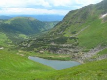 Nesamovyte Lake (Chornohora), trekking in the Carpathians, Ukraine